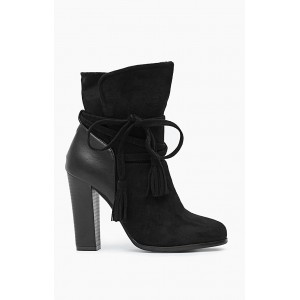Elegantné členkové topánky na podpätku v čiernej farbe