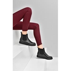 Nízke členkové topánky na jar v čiernej farbe