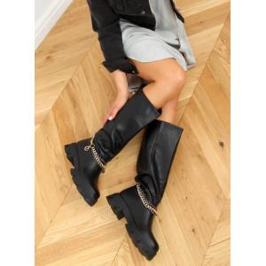 Čierne dámske čižmy na hrubej podrážke s retiazkou