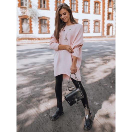 Ružový dámsky oversize sveter s rebrovanými rukávmi a retiazkou