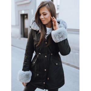 Moderná dámska čierna bunda parka s módnou bohatou sivou kožušinou a kapucňou