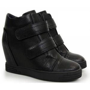 Členkové topánky v čiernej farbe na plnom opätku