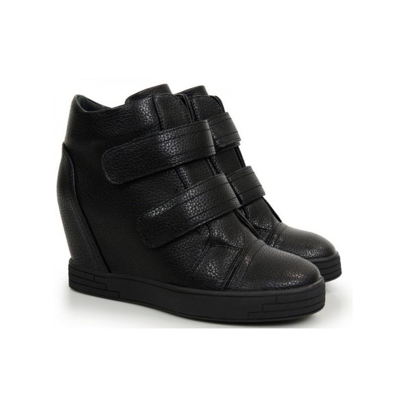 2b370580db Predchádzajúci. Členkové topánky v čiernej farbe na plnom opätku ...