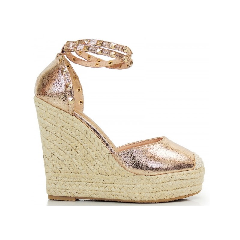 0fe17863fff1c Zlaté dámske sandále na platforme - fashionday.eu