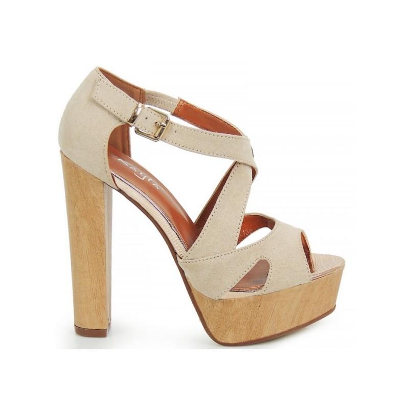 Predchádzajúci. Vysoké dámske sandále na opätku v béžovej farbe ... 6b8ed8dee5a
