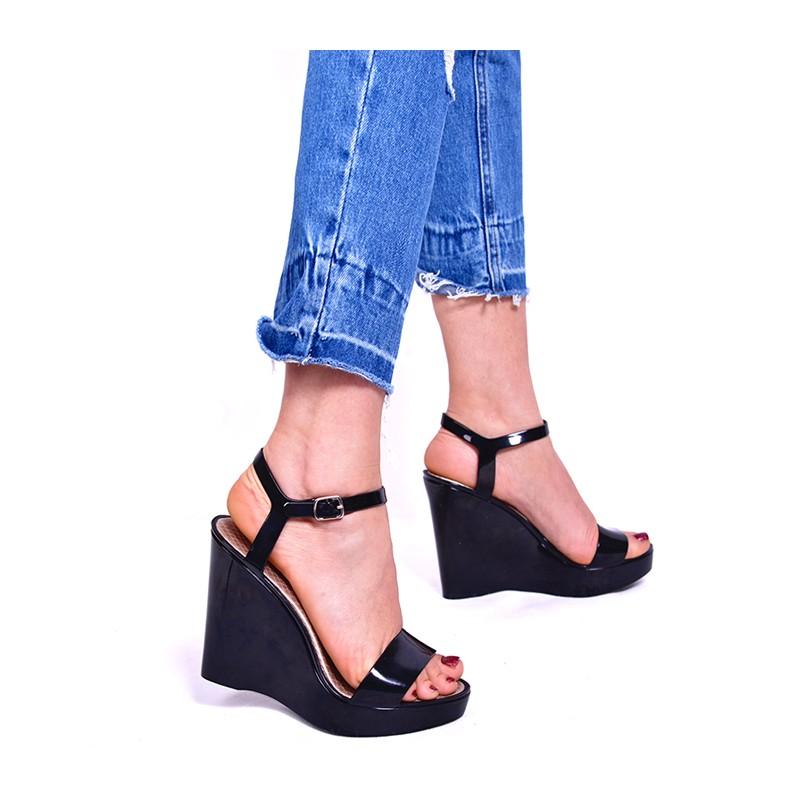 b0fdfac744 Čierne dámske sandále na platforme - fashionday.eu