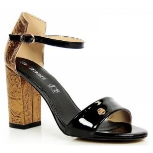 Pohodlné dámske sandále na podpätku čierno zlatej farby