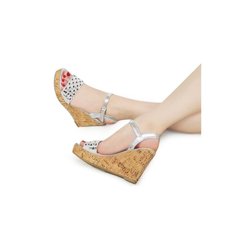 e764f01c008e Strieborné dámske sandále na platforme - fashionday.eu