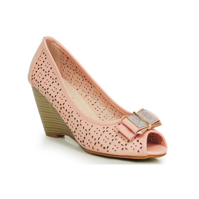 9df45d9488 Ružové dámske sandále na platforme s mašličkou - fashionday.eu