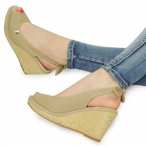 Béžové dámske sandále na platforme s otvorenou špičkou a pätou