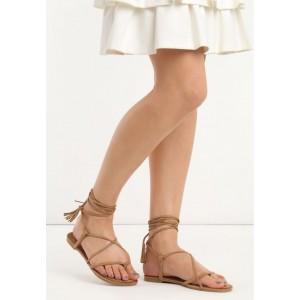 Hnedé dámske gladiátorky so strapcami na viazaní
