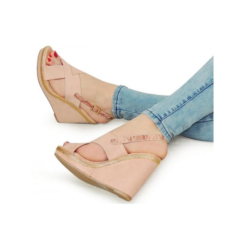 b7d4f3335f915 Ružové dámske sandále na platforme - fashionday.eu