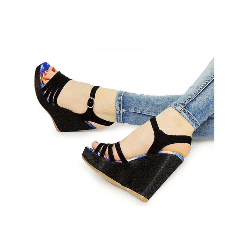 68dbcd829 Predchádzajúci. Dámske vysoké sandále na platforme čiernej farby ...