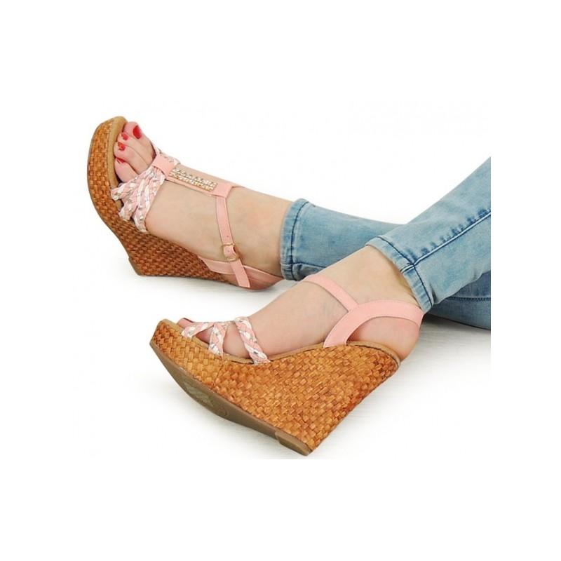 7dff8b13df6d Vysoké dámske sandále na platforme ružovej farbe - fashionday.eu