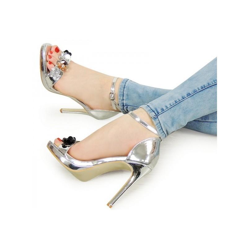 88c6020086d0 Elegantné strieborné sandále na opätku s kamienkami - fashionday.eu