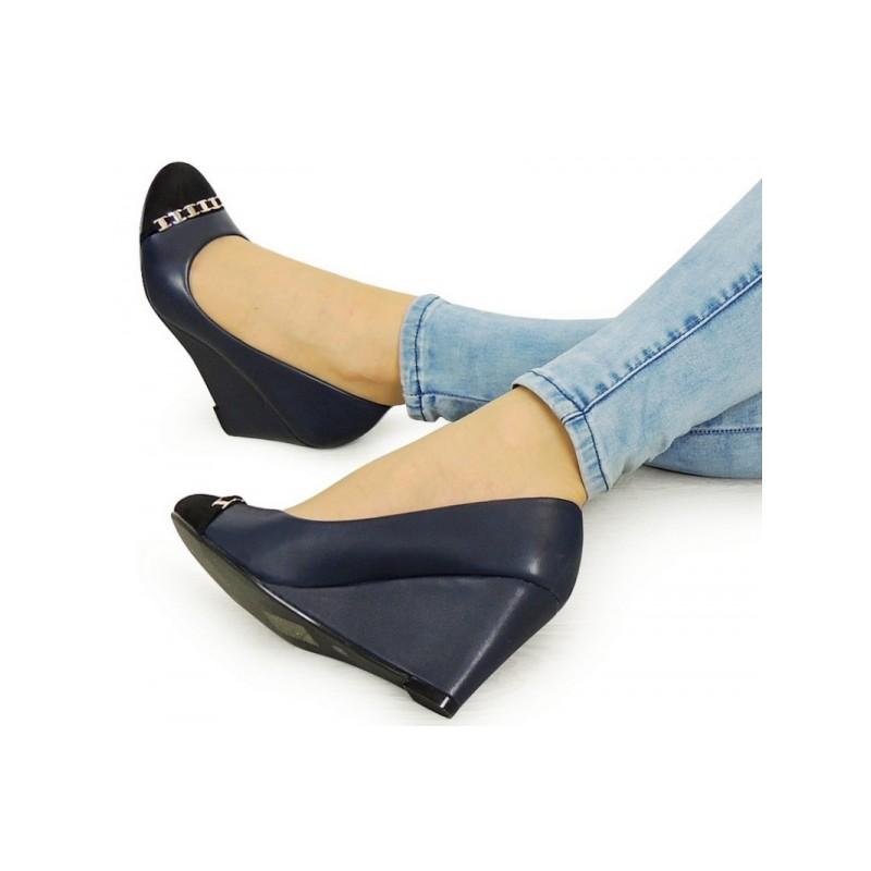 dbf4ce13a Tmavo modré dámske sandále s uzavretou špičkou a pätou - fashionday.eu