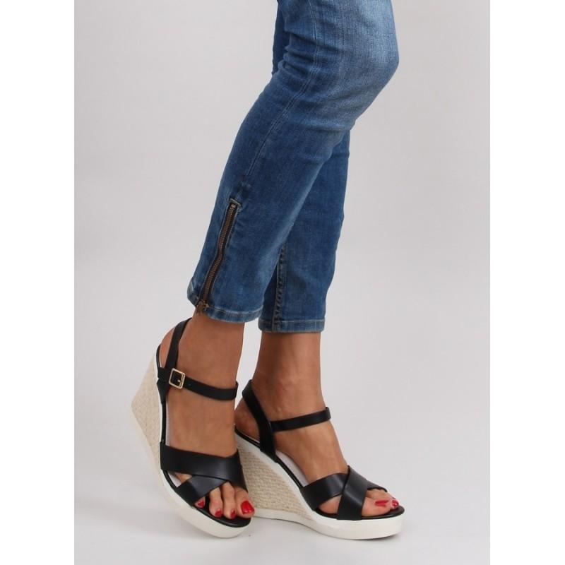0b5d7f7dfbb8 Letné čierne dámske sandále na platforme - fashionday.eu
