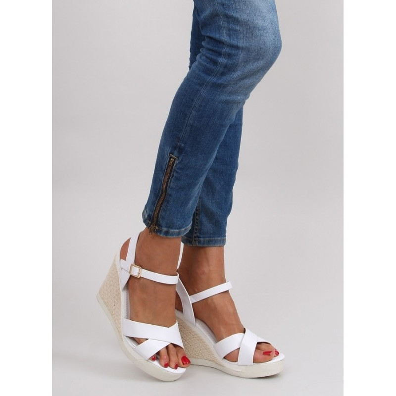 f25efc31a7fc Elegantné dámske sandále na platforme bielej farby - fashionday.eu