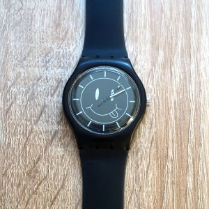 Silikónové čierne hodinky so smajlíkom