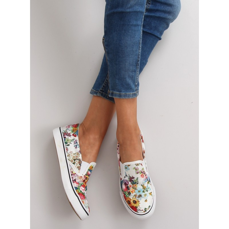 9152cd482ac3 Letné dámska športová obuv s kvetmi bielej farby - fashionday.eu