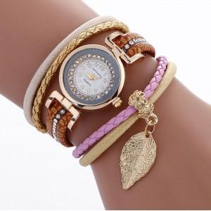 Hnedé dámske náramkové hodinky s príveskom