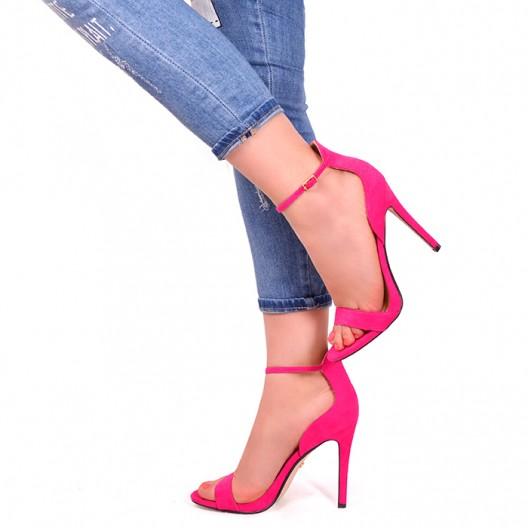 Ružové sandále na tenkom opätku