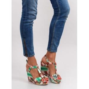 Zelené dámske sandále na platforme vzorované