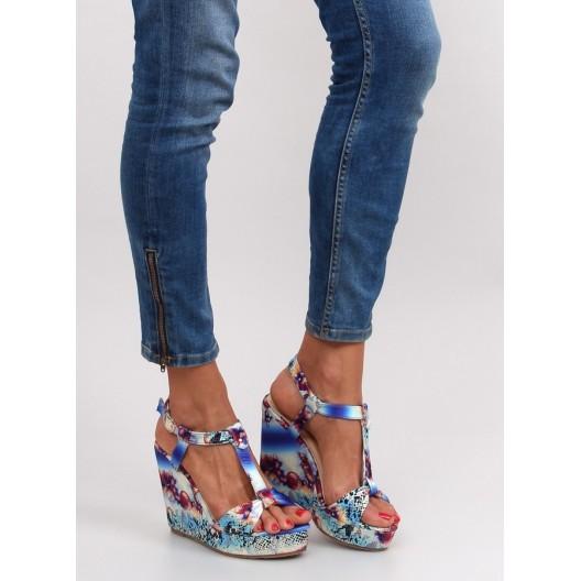 Morské dámske sandále na platforme v modrej farbe