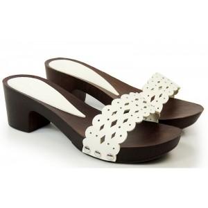 Biele sandále dreváky na opätku