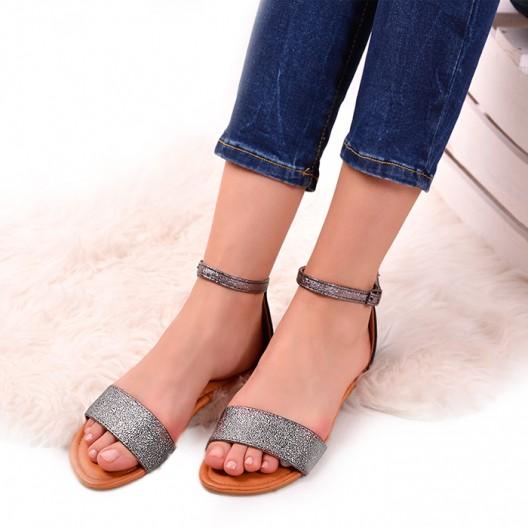 Čierne sandále s trblietavým remienkom