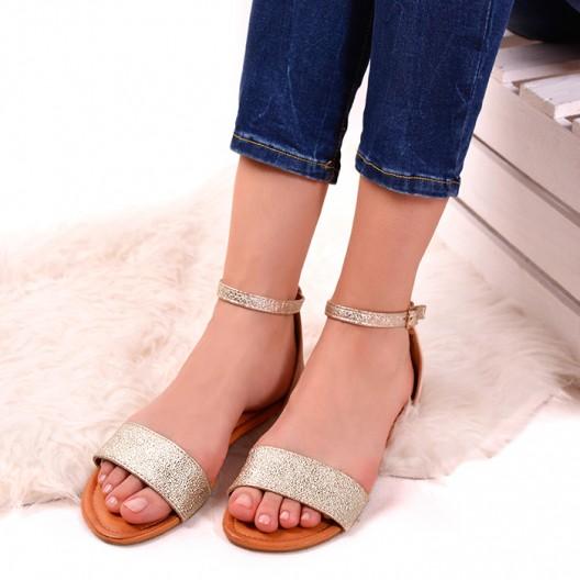 Zlaté trblietavé sandále na leto