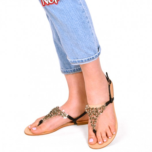 Čierne dámske sandále s aplikáciou kamienkov