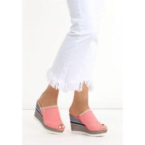 Trendy ružové dámske sandále na platforme