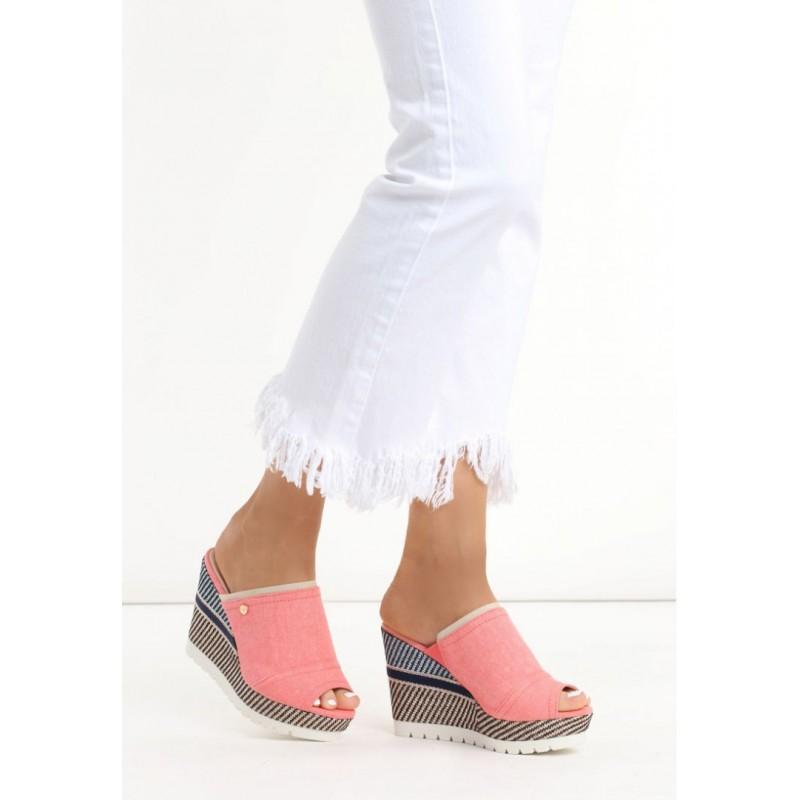 b4f0a65dc457 Trendy ružové dámske sandále na platforme - fashionday.eu