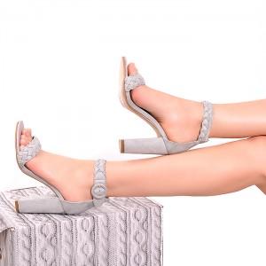8816c21922e7 Dámske štýlové sandále na vysokom opätku so strieborným preložením