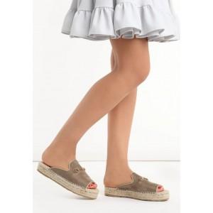 Pohodlné dámske šľapky s pletenou podrážkou hnedej farby