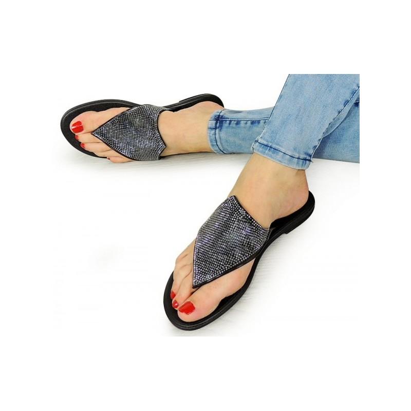 a5f1e7514eee Dámske sandále s kamienkami čiernej farby - fashionday.eu