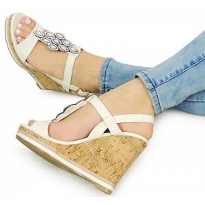 Elegantné dámske sandále na plaforme bielej farby