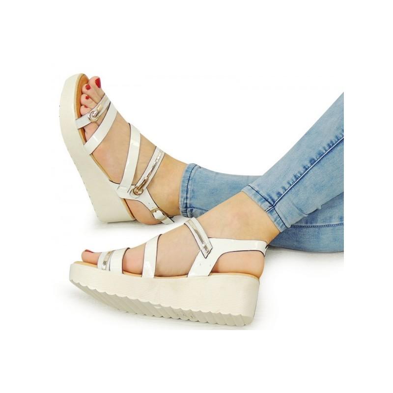 9671fb42a31be Športové biele dámske sandále na platforme - fashionday.eu