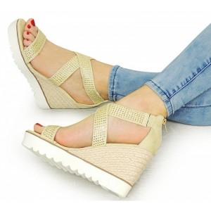 Béžové dámske sandále s uzavretou pätou