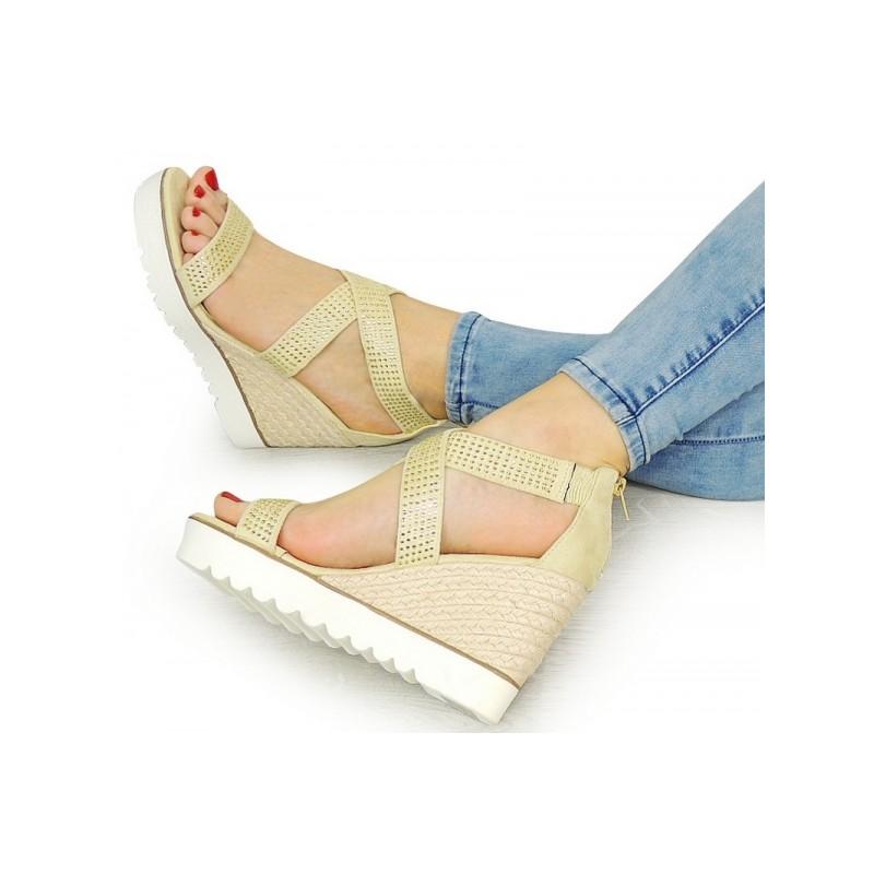 9753c0a5da02 Béžové dámske sandále s uzavretou pätou - fashionday.eu