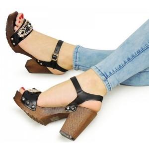 Čierne dámske sandále so zapínaním okolo členka