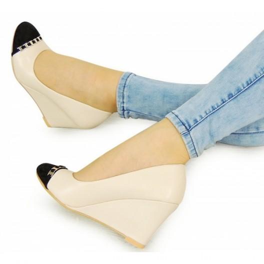 Béžové dámske sandále na platforme s oblou špičkou