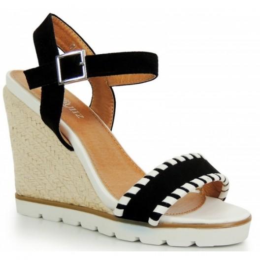 Letné dámske sandále na platforme čiernej farby