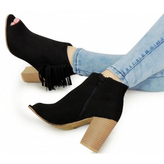Čierne dámske sandále na hrubom podpätku so strapcami
