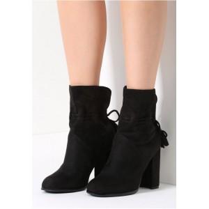 Dámske topánky na hrubom opätku čiernej farby
