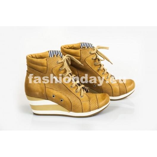 Dámske kožené topánky dierkované pieskové DT214