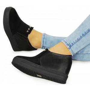 Čierne dámske topánky s aplikáciou