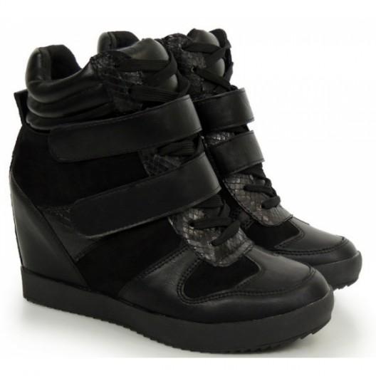 Dámske členkové topánky na jeseň čiernej farby