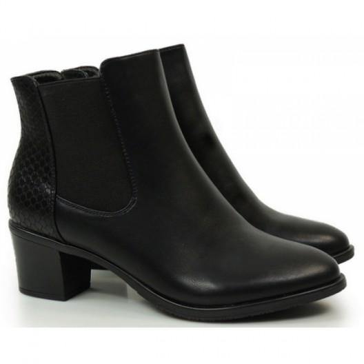Členkové dámske čižmy čiernej farby
